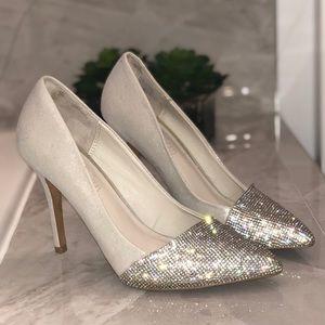 (8.5) Aldo silver heels